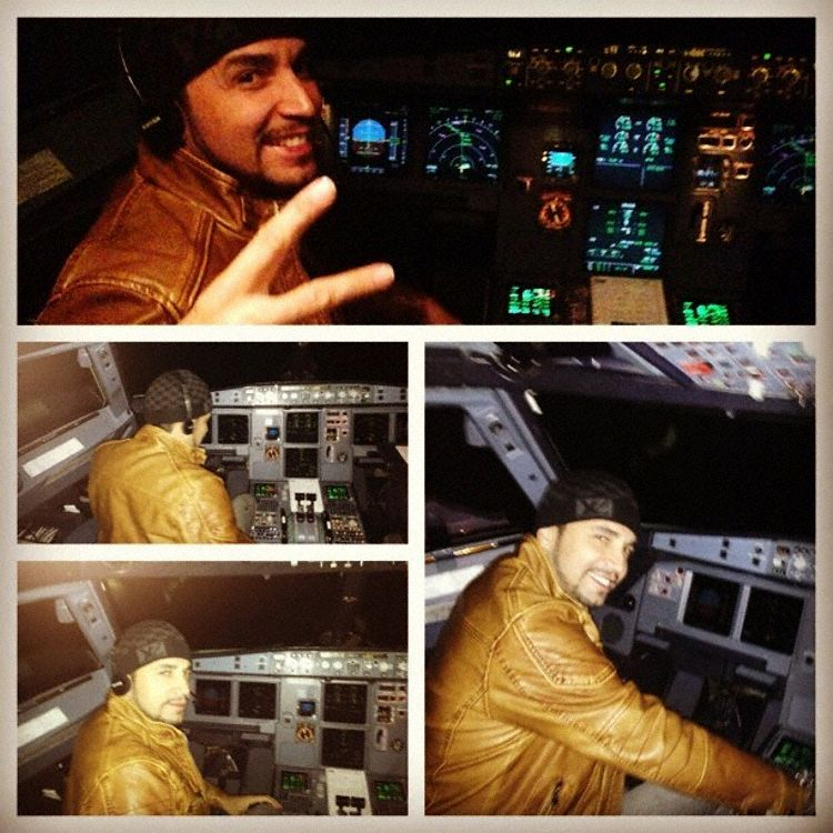 The photos showing the singer in the cockpit in flight
